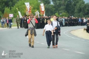 easter_procession_ukraine_pochaev_sr_0874