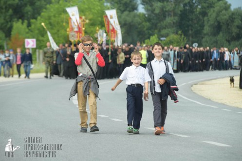 easter_procession_ukraine_pochaev_sr_0875