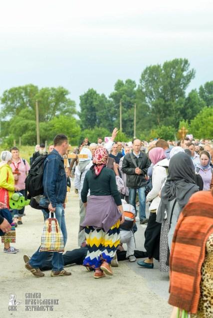 easter_procession_ukraine_pochaev_sr_0941
