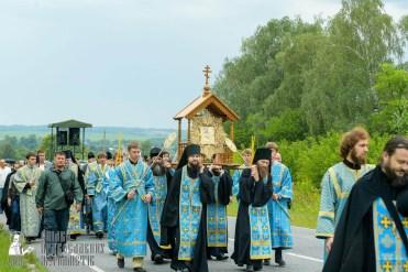 easter_procession_ukraine_pochaev_sr_0956
