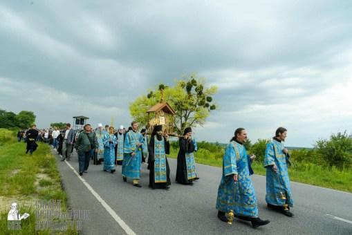easter_procession_ukraine_pochaev_sr_1001