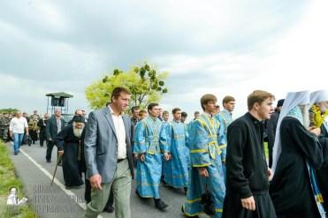 easter_procession_ukraine_pochaev_sr_1009