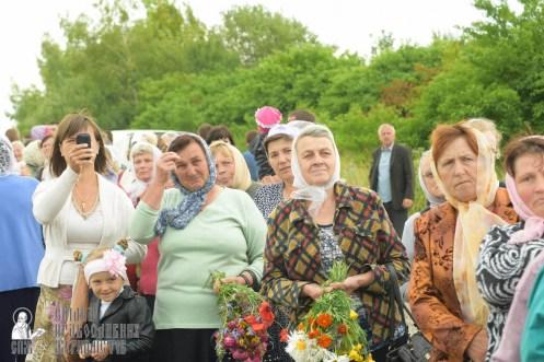 easter_procession_ukraine_pochaev_sr_1072