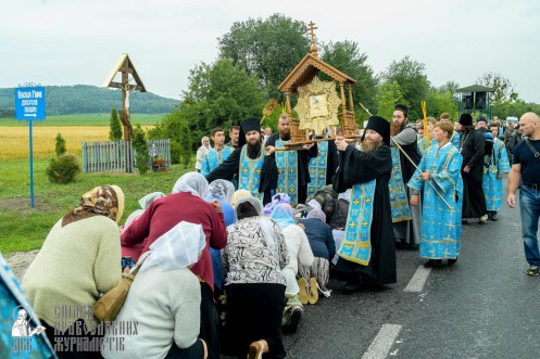easter_procession_ukraine_pochaev_sr_1096