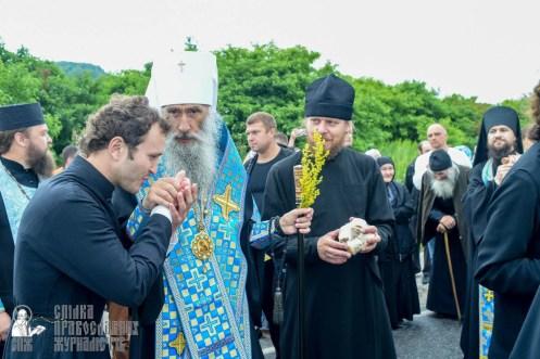 easter_procession_ukraine_pochaev_sr_1132
