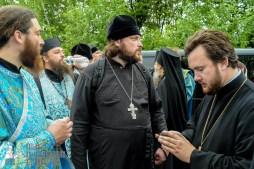 easter_procession_ukraine_pochaev_sr_1150