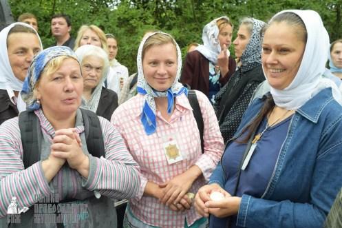 easter_procession_ukraine_pochaev_sr_1157