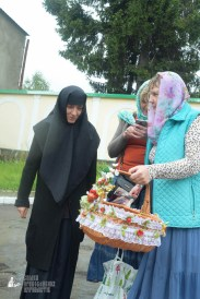 easter_procession_ukraine_pochaev_sr_1263