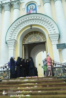 easter_procession_ukraine_pochaev_sr_1305