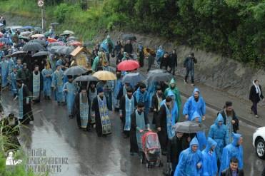 easter_procession_ukraine_pochaev_sr_1336