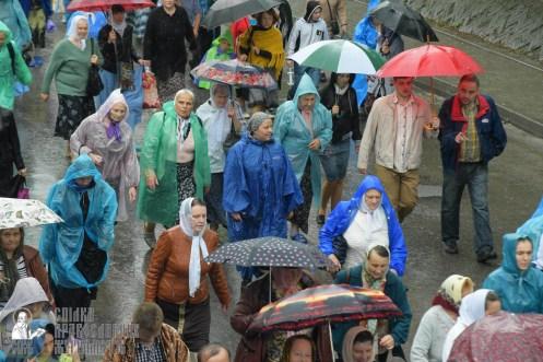 easter_procession_ukraine_pochaev_sr_1357
