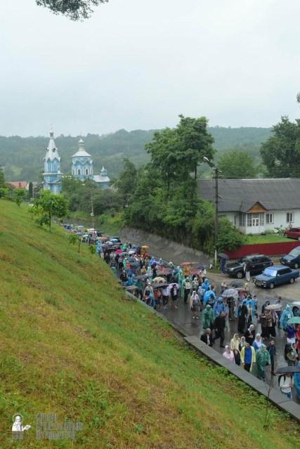 easter_procession_ukraine_pochaev_sr_1380