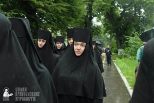 easter_procession_ukraine_pochaev_sr_1396