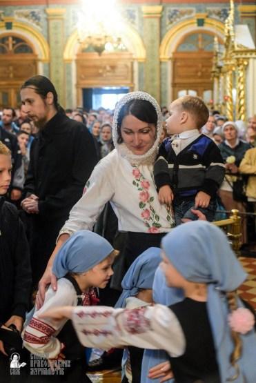 easter_procession_ukraine_pochaev_sr_1455