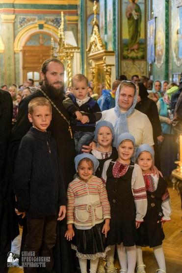 easter_procession_ukraine_pochaev_sr_1456