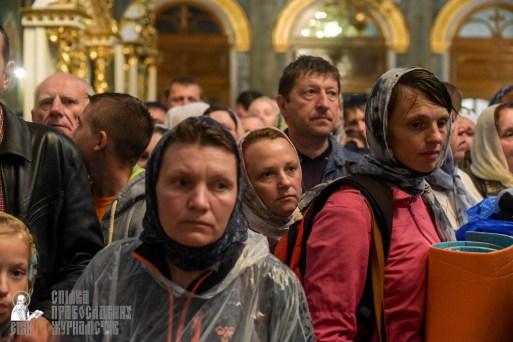 easter_procession_ukraine_pochaev_sr_1477
