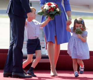 Prince William, the Duke of Cambridge, his wife Catherine, The Duchess of Cambridge, Prince George and Princess Charlotte arrive at Tegel airport in Berlin, Germany, July 19, 2017. REUTERS/Kay Nietfeld/POOL