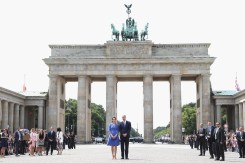 BERLIN, GERMANY - JULY 19: Prince William, Duke of Cambridge and Catherine, Duchess of Cambridge visit the Brandenburg Gate during an official visit to Poland and Germany on July 19, 2017 in Berlin, Germany. (Photo by Chris Jackson/Getty Images)