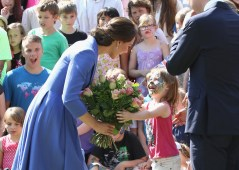 BERLIN, GERMANY - JULY 19: Catherine, Duchess of Cambridge and Prince William, Duke of Cambridge visit Strassenkinder, a charity which supports young people from disadvantaged backgrounds during an official visit to Poland and Germany on July 19, 2017 in Berlin, Germany. The Duke and Duchess will also meet representatives from the Robert Enke Foundation. (Photo by Chris Jackson/Getty Images)