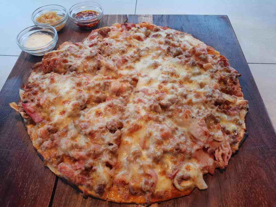 Arebbusch Travel Lodge Pizzeria & Grill | Pizzeria & Grill in Windhoek, Namibia | Arebbusch Meaty Pizza