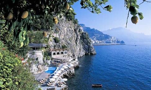 イタリアのアマルフィ海岸を旅行する方法