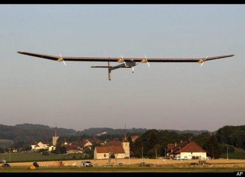Avion propulsat doar de energie solara