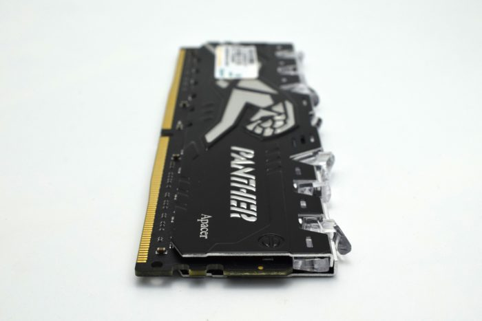 Review kit dual channel Apacer Panther Rage Illumination DDR4 16 GB 2400 Mhz