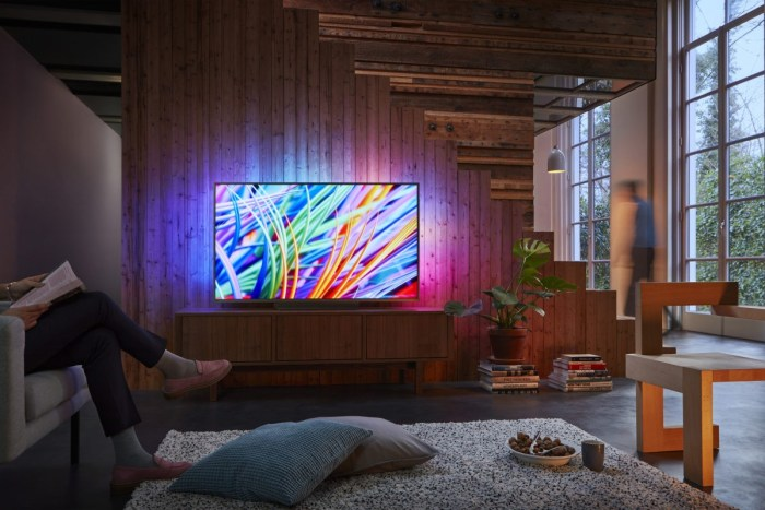 Televizor Philips 49PUS8303/12 - este un smart TV cu Ambilight si panou IPS