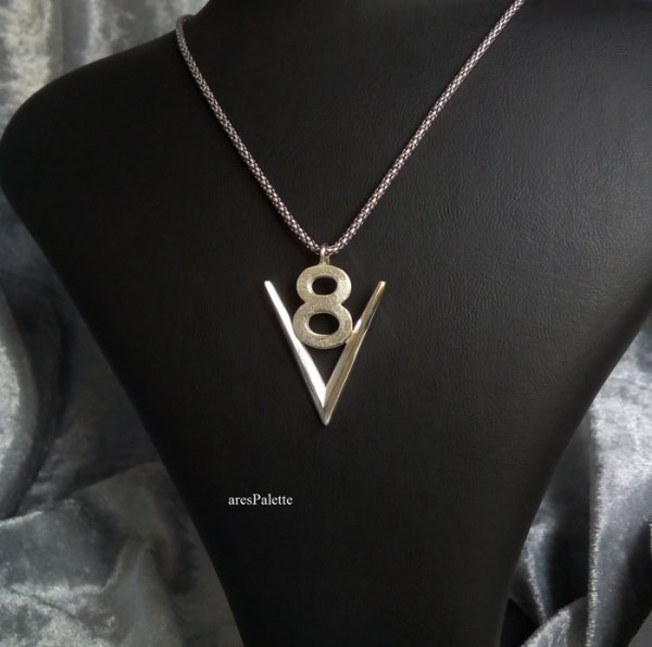 v8 necklace  v8 pendant  v8 pendentif  american muscle cars  car jewelry  arespalette 1