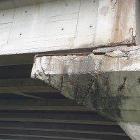 Ecco la situazione alquanto allarmante del Viadotto sul raccordo autostradale che passo sopra la Chiana - foto