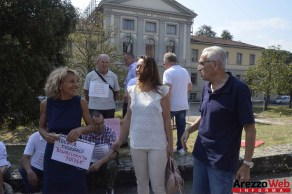 Sit-in davanti al Tribunale di Arezzo 06