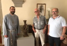 L'artista savinese Franco Zazzeri ha donato, al Santuario delle Vertighe, una piccola statua della Madonna, patrona dell'Autostrada del Sole.