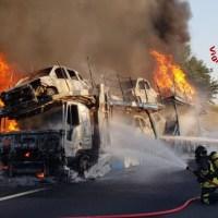 Bisarca a fuoco in A1, nessun ferito. Intervento dei vigili del fuoco