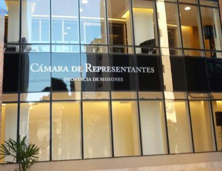 Legislatura-nueva-Misiones-reclamo-82-docentes-4hj5ek70gss0