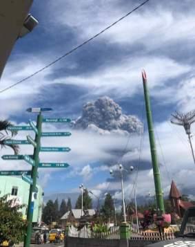 Volcan en Erupcion en Indonesia 10 de agosto3