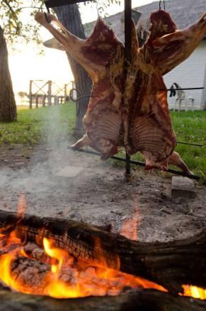 """Traditional """"asado"""" at Malalcue"""