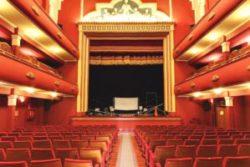 El Teatro Talia está en pleno barrio del Carmen, en el centro de la ciudad, con una variada e interesante propuesta cultural. Un espacio cultural con más de 100 años de historia que ha visto pasar por su escenario algunos de los mejores espectáculos que han llegado a la ciudad.