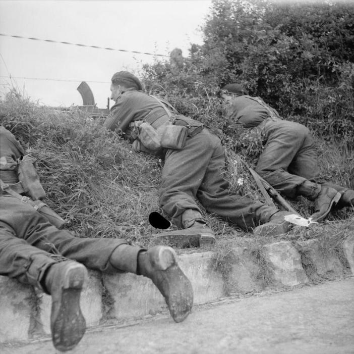 Commandos of 1st Special Service Brigade in action with a Bren gun during the advance to link up with 6th Airborne Division at Benouville, 6 June 1944.
