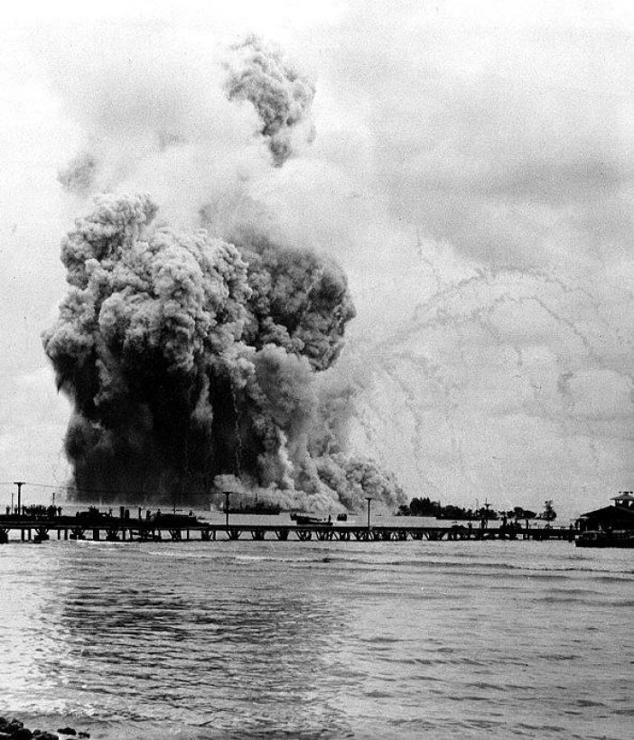 The explosion of the USS Mount Hood. The smoke trails are left by fragments ejected by the explosion. (Credits: Wikimedia Commons)