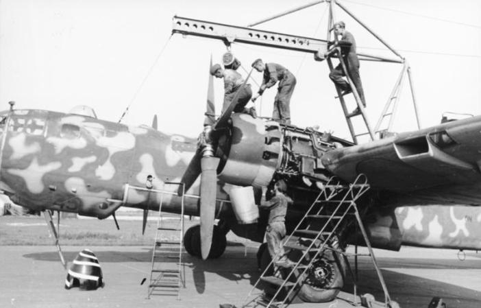 "A He 177 having an engine maintenance overhaul - note the second cylinder's exposed exhaust stub being even with the leading edge, an indication of the rearwards location of the ""power systems"". (Credits: Bundesarchiv)"