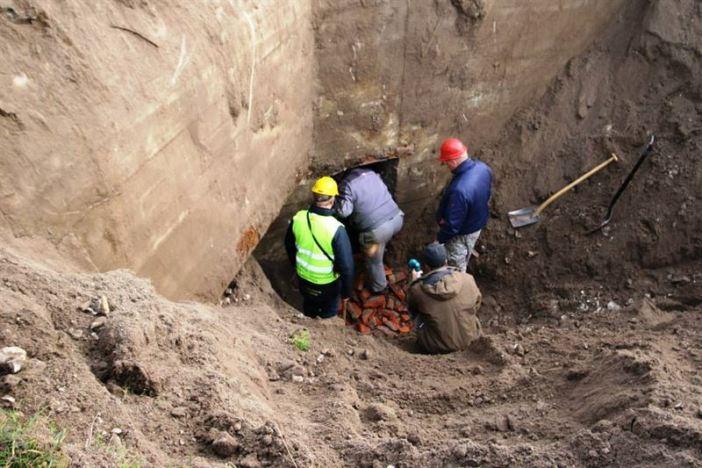 Entering the rediscovered German bunker. (Credits: Frederik Allan Findal Rhoda)