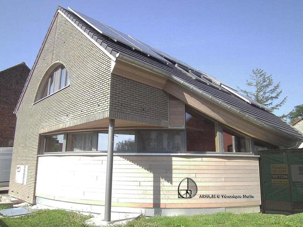 Vue Sud Ouest maison passive bio écologique bioclimatique conçue par Véronique Staffe selon le concept architectural éco-bio-climatique et spirale du nombre d'or