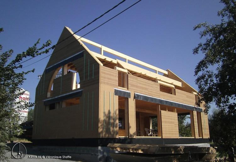 ossature bois d'une maison énergie positive conçue par Véronique Staffe