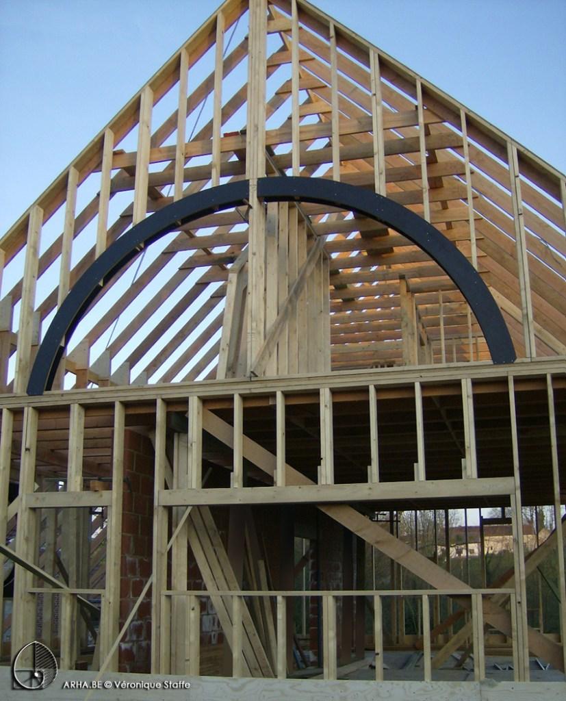ossature bois d'une maison éco-bio-climatique basse énergie conçue par Véronique Staffe