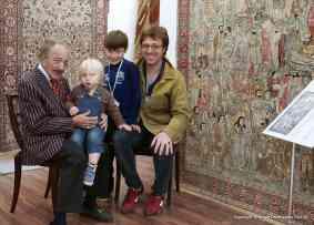 Tre generationer. Mustafa och Kerim Arhan, med barnbarn