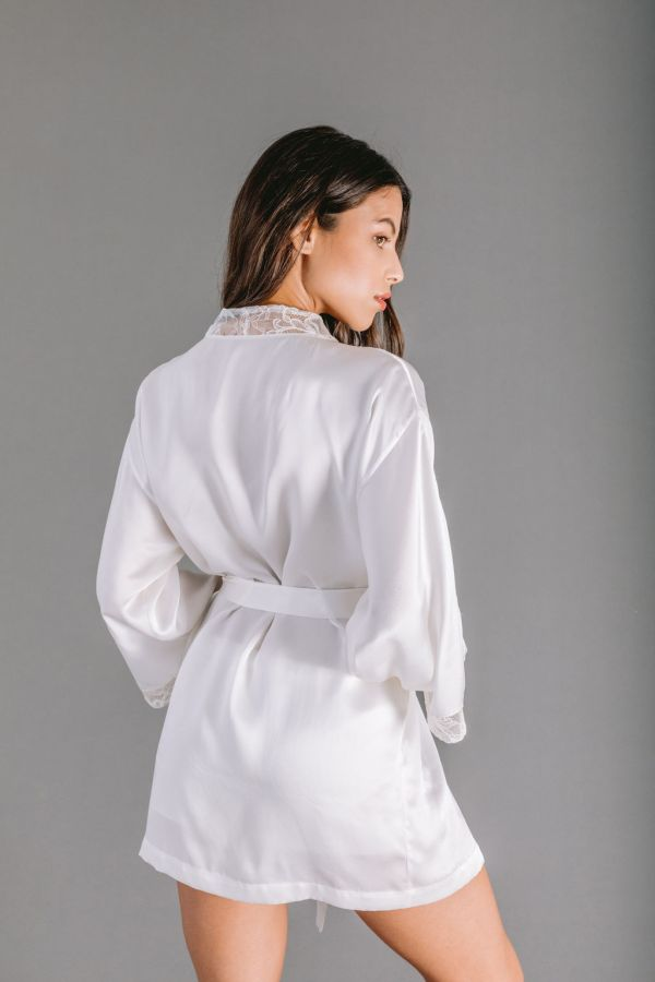 Short Kimono in white silk satin with embroidered lace