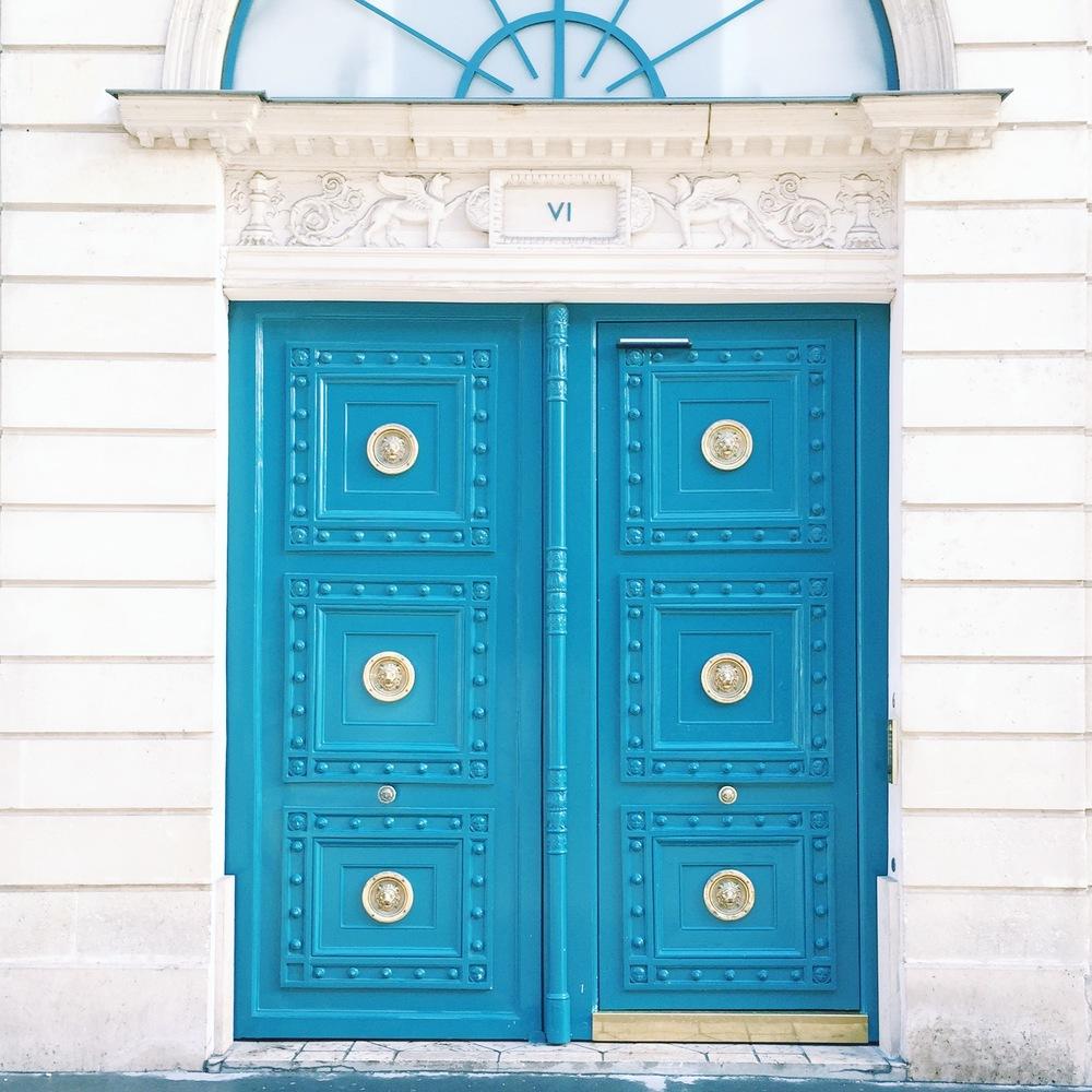 Pretty door traits in Paris