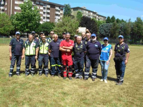 Il gruppo ARI RE composto dai volontari radioamatori delle Sezioni ARI di  Saronno, Limbiate, Lomazzo