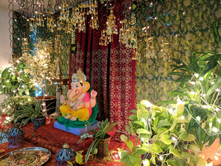 DIY Ganpati Decoration With Sarees and Bangles