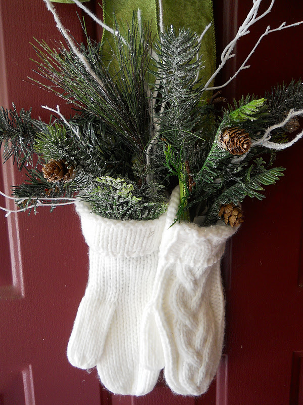 20 Cute and Easy Christmas Decor Ideas - Mittens